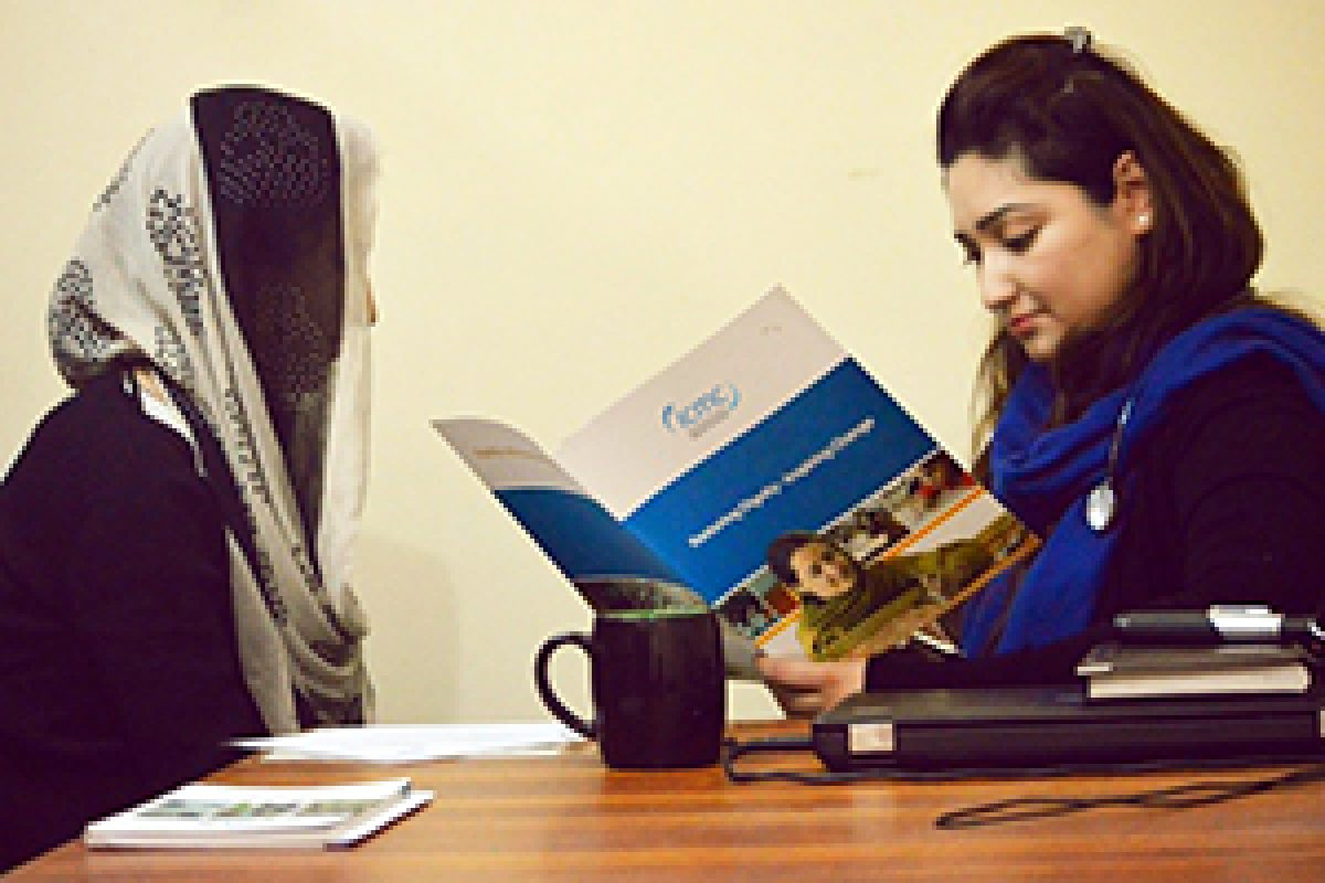 Parisa consulting with an ICMC staff member in Pakistan